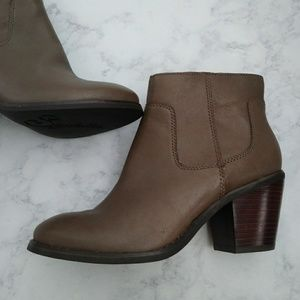 Seychelles crazy for you grey leather bootie 6.5